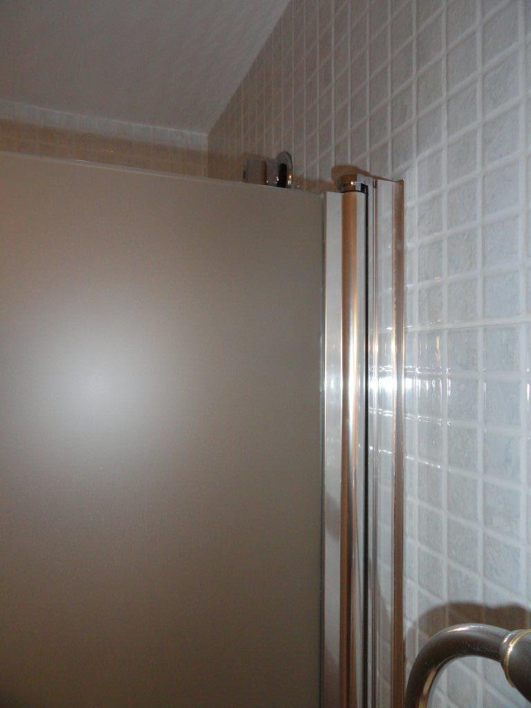 puertas abatibles de una hoja con perfil a pared