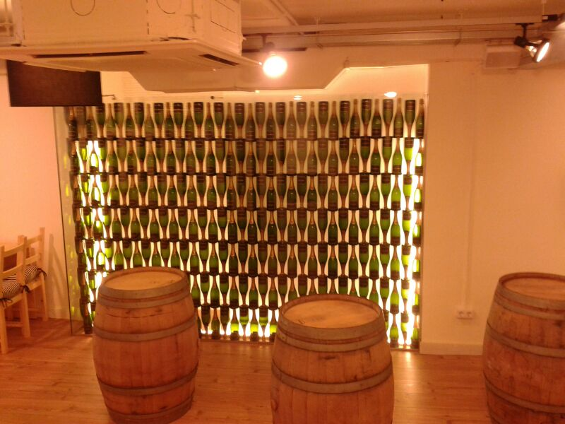 pared de botellas de cava soldadas